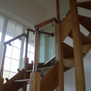 Solid Oak open riser with glass