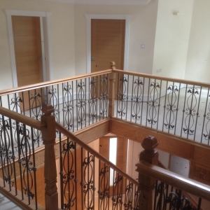 picture 18th nov 14 017Oak with Metal Balustrading Spindle